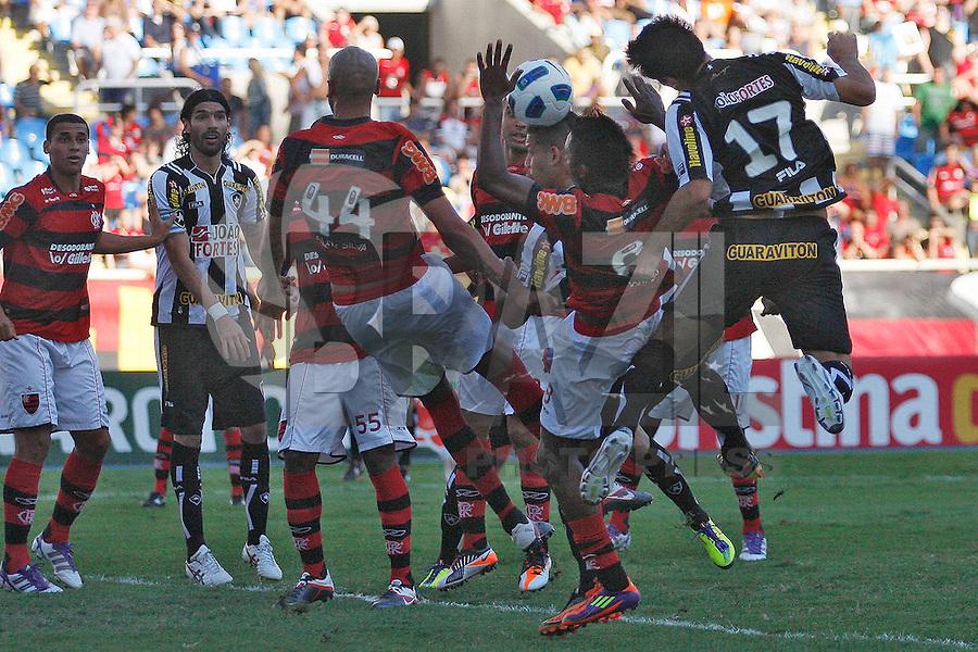 RIO DE JANEIRO, RJ - 18 DE SETEMBRO DE 2011 - BRASSILEIR&Atilde;O - BOTAFOGO X FLAMENGO - Herrera do Botafogo durante a partida, v&aacute;lida pela 24&ordf; rodada do Campeonato Brasileiro, no est&aacute;dio Engenh&atilde;o, na zona norte do Rio de Janeiro, neste domingo(18).<br /> FOTO: RUDY TRINDADE/NEWSFREE