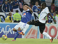 BOGOTÁ -COLOMBIA, 07-12-2013. Dayro Moreno (Izq.) jugador de Millonarios disputa el balón con Mauricio Casierra (Der.) jugador de Once Caldas durante partido por la fecha 6 de los cuadrangulares finales de la Liga Postobón  II 2013 jugado en el estadio Nemesio Camacho el Campín de la ciudad de Bogotá./ Dayro Moreno (L) player of Millonarios fights for the ball with Mauricio Casierra (R) player of Once Caldas during match for the 6th date of final quadrangulars of the Postobon  League II 2013 played at Nemesio Camacho El Campin stadium in Bogotá city. Photo: VizzorImage/Gabriel Aponte/STR