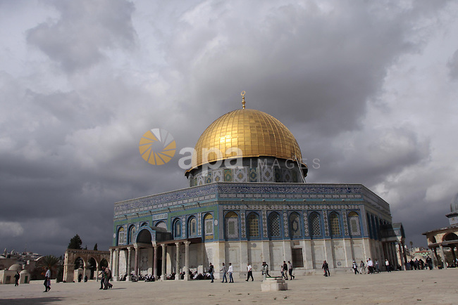 Palestinian muslims prayers as they walk in front of the Dome of the Rock in Jerusalem's Old City after friday prayers on Oct 30, 2009.. Photo by Mohamar Awad