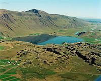 Sveinsstaðir í forgrunni, Bjarnastaðir tv og Másstaðir innar við Flóðið, Vatnsdalsá og Vatnsdalhólar, Sveinsstaðahreppur. /  Sveinsstadir, Bjarnastadir left end Masstadir deserted farm further to the centre near the shore of lake Flodid - the lake in river Vatnsdalsa, Vatnsdalsholar, Sveinsstadahreppur.