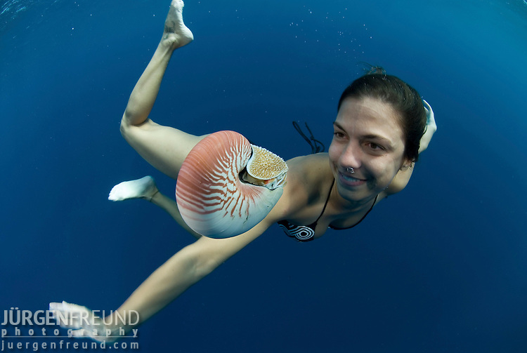 Brazilian journalist Claudia modeling with a nautilus