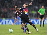 FUSSBALL   CHAMPIONS LEAGUE   SAISON 2011/2012   ACHTELFINALE HINSPIEL FC Basel - FC Bayern Muenchen      22.02.2012 Jerome Boateng (li, FC Bayern Muenchen) gegen Marco Streller (FC Basel)