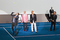 MADRI, ESPANHA, 14 DE MAIO 2012 - PREMIERE HOMENS DE PRETO III - o tenista Roger Federer (E) e o ator Will Smith durante pre estréia do filme Homens de Preto III, em Madri capital da Espanha, na noite de ontem domingo, 13. (FOTO: MIGUEL CORDOBA / ALFAQUI / BRAZIL PHOTO PRESS).