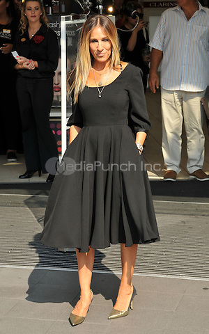 Sarah Jessica Parker at the Sarah Jessica Parker &quot;Stash&quot; fragrance in store customer meet &amp; greet photocall, Boots Picadilly Circus, Regent Street, London, England, UK, on Wednesday 14 September 2016.<br /> CAP/CAN<br /> &copy;CAN/Capital Pictures /MediaPunch ***NORTH AND SOUTH AMERICAS ONLY***