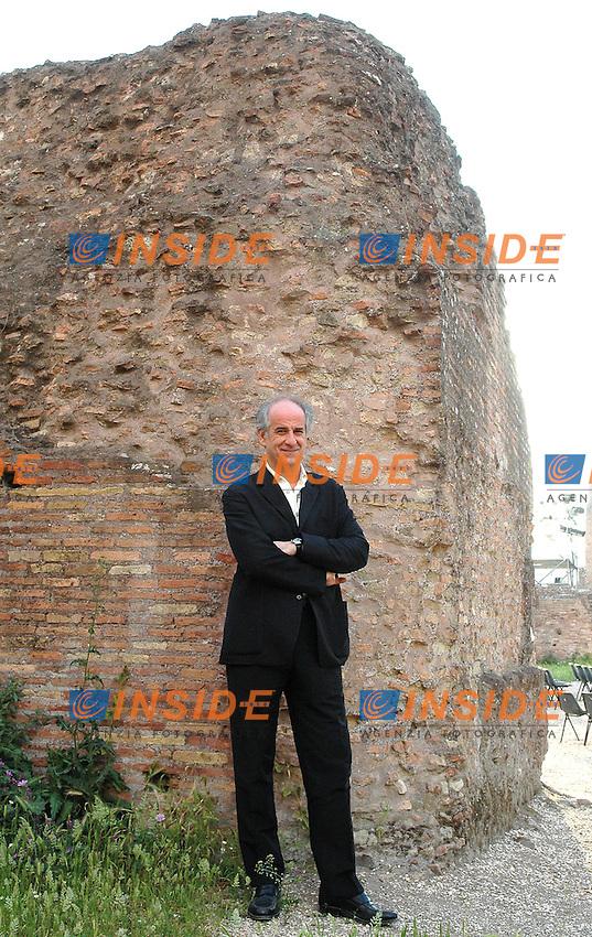 Roma 24 05 2005 Basilica di Massenzio:Giornata iniziale del Festival delle Letterature<br />Nella foto Toni Servillo attore<br />Photo: Serena Cremaschi Insidefoto