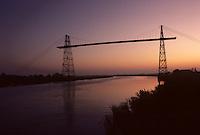 Europe/France/Poitou-Charentes/17/Charente-Maritime/Rochefort : Pont transbordeur à l'aube