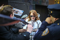 NEW YORK, NY, 28.11.2016 - EMMA-STONES - A atriz norte-americana Emma Stone é vista chegando a programa de televisão na região da Times Square em Manhattan na cidade de New York nos Estados Unidos nesta segunda-feira, 28. (Foto: Vanessa Carvalho/Brazil Photo Press)