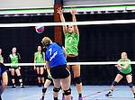 2015-10-17 / Volleybal / Seizoen 2015-2016 / Retie - VC Olen / Bakelants (Olen plaatst de bal naast het blok van Cuypers<br /><br />Foto: Mpics.be