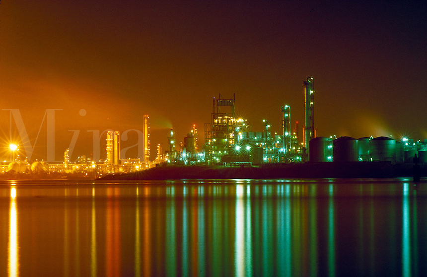 Petroleum industry ; oil ; refining; petrochemical ; plant ; night ; water ; reflection. Houston Texas.