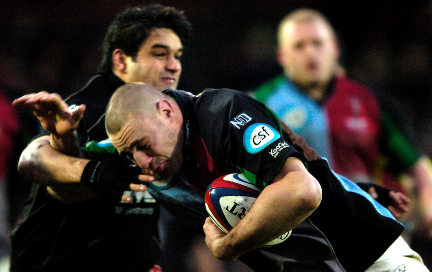Photo: Richard Lane..Saracens v NEC Harlequins. Zurich Premiership. 26/12/2004..Roy Winters is tackled by Taine Randell.