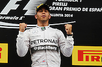 BARCELONA, ESPANHA, 11.05.2014 - F1 - GP DA ESPANHA -  O piloto britânico Lewis Hamilton, da Mercedes, comemora no pódio a vitória no Grande Prêmio da Espanha de Fórmula 1, no circuito da Catalunha, em Montmelo, nos arredores de Barcelona, neste domingo (11). (Foto: Pixathlon / Brazil Photo Press).
