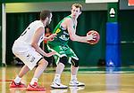S&ouml;dert&auml;lje 2015-10-01 Basket Basketligan S&ouml;dert&auml;lje Kings - Uppsala Basket :  <br /> S&ouml;dert&auml;lje Kings Skyler Bowlin i kamp om bollen med Uppsalas Andreas Person under matchen mellan S&ouml;dert&auml;lje Kings och Uppsala Basket <br /> (Foto: Kenta J&ouml;nsson) Nyckelord:  Basket Basketligan S&ouml;dert&auml;lje Kings SBBK T&auml;ljehallen Uppsala Seriepremi&auml;r Premi&auml;r