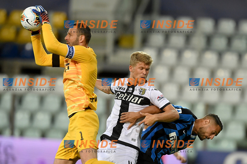 Samir Handanovic of FC Internazionale , Andreas Cornelius of Parma and Danilo D'Ambrosio of FC Internazionale during the Serie A football match between Parma and FC Internazionale at stadio Ennio Tardini in Parma ( Italy ), June 28th, 2020. Play resumes behind closed doors following the outbreak of the coronavirus disease. <br /> Photo Andrea Staccioli / Insidefoto