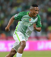 MEDELLÍN - COLOMBIA - 18 - 06 - 2017: Andres Ibargüen, jugador de Atletico Nacional celebra el gol anotado a Deportivo Cali, durante partido de vuelta, de la final entre Atletico Nacional y Deportivo Cali, por la Liga Águila I 2017, jugado en el estadio Atanasio Girardot de la ciudad de Medellín. / Andres Ibargüen, player of Atletico Nacional, celebrates a goal scored to Deportivo Cali, during a match of the second leg of the final between Atletico Nacional and Deportivo Independiente Medellin for the Aguila League I 2017, played at Atanasio Girardot stadium in Medellin city. Photo: VizzorImage / León Monsalve / Cont.