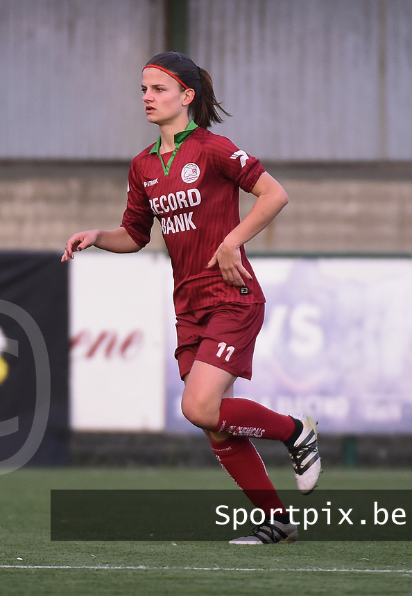 20170414 - Zulte , BELGIUM : Zulte Waregem's Amber De Priester pictured during the soccer match between the women teams of Zulte Waregem and AA Gent Ladies , in the semi final matchday of the Belgian CUP - Beker van Belgie voor Vrouwen competition on Friday 14th April 2017 in Zulte .  PHOTO SPORTPIX.BE DIRK VUYLSTEKE