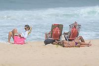 RIO DE JANEIRO-01 DE AGOSTO DE 2012-CLIMA TEMPO NA CAPITAL CARIOCA-Movimentacao na Praia de Ipanema, dia com muitas nuvens, pouco sol e aviso de ressaca pela Marinha, mar agitado, em Ipanema, zona sul do rio, nesta quarta feira, 01 de agosto.(FOTO:MARCELO FONSECA/BRAZILPHOTOPRESS