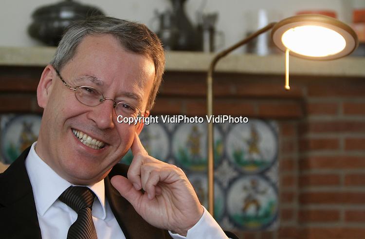 Opdr. 579.Foto: VidiPhoto..ZETTEN - Portret van ds. J. Muller uit Zetten. De predikant van de hervormde gemeente Zetten-Andelst (PKN) gedenkt op 28 april 2010 zijn 25-jarig ambtsjubileum.