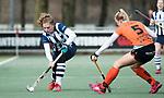 Den Haag - Hoofdklasse hockey dames, HDM-GRONINGEN  (6-2).  Hester van der Veld (HDM) met rechts Susan Keuning (Gron.)  COPYRIGHT KOEN SUYK