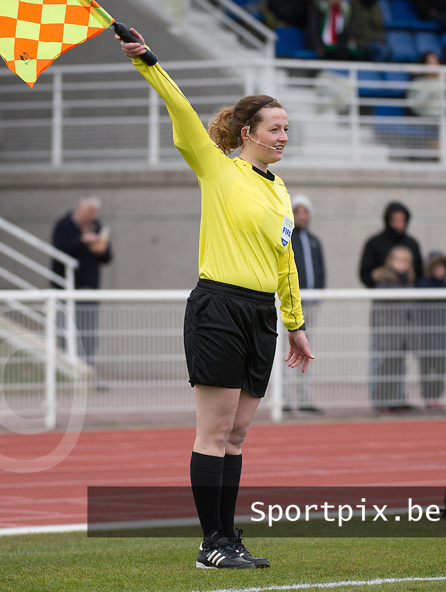 20160319 - BAYEUX , FRANCE : Assistant referee Joline Delcroix pictured during the soccer match between the women under 17 teams of The Republic of Ireland and Hungary , on the first matchday in group 3 of the UEFA Women Under17 Elite rounds at Stade Henry Jeanne in Bayeux , France . Saturday 19th March 2016 . PHOTO DIRK VUYLSTEKE