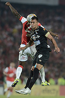 BOGOTÁ -COLOMBIA, 06-12-2014. Jefferson Cuero (Izq) de Independiente Santa Fe salta por el balon con Marlon Piedrahita (Der) jugador de Once Caldas durante partido por la fecha 5 de los cuadrangulares semifinales de la Liga Postobón II 2014 jugado en el estadio Nemesio Camacho el Campín de la ciudad de Bogotá./ Jefferson Cuero player (L) of Independiente Santa Fe jumps for the ball with Marlon Piedrahita (R) player of Atletico Huila during the match for the 5th date of the semifinal quadrangular of the Postobon League I 2014 played at Nemesio Camacho El Campin stadium in Bogotá city. Photo: VizzorImage/ Gabriel Aponte / Staff