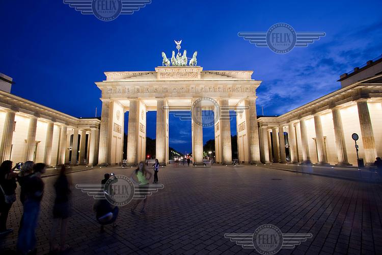 Berlin's most famous landmark, the Brandenburger Tor (Brandenburg Gate).
