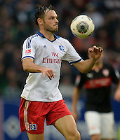 FUSSBALL   1. BUNDESLIGA   SAISON 2013/2014   9. SPIELTAG Hamburger SV - VfB Stuttgart                               20.10.2013 Heiko Westermann (Hamburger SV)  am Ball