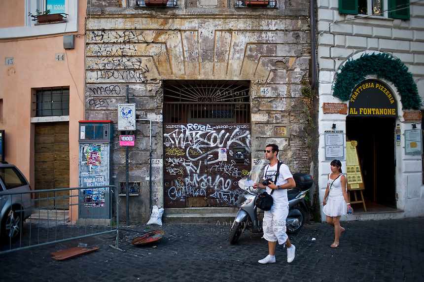 Un angolo di trastevere in totale stato di abbandono.<br /> The center of the city on neglect