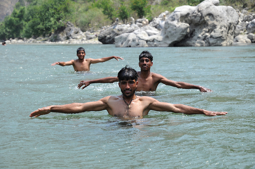 The guys practicing for the Indian synchronized swimming team in the Yamuna.