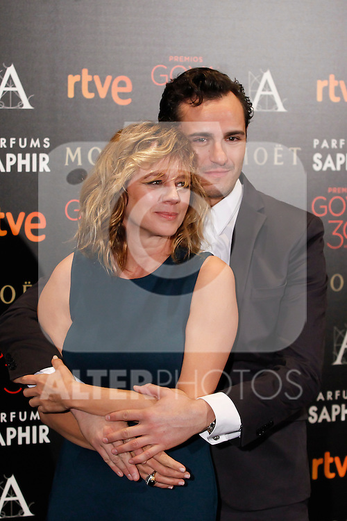 Spanish actors Emma Suarez and Asier Etxeandia attend the 2015 Goya Awards nominees ceremony in Madrid, Spain. December 14, 2015. (ALTERPHOTOS/Victor Blanco)