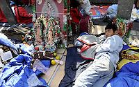 Messico, 11/12Dicembre 2010.Città del Messico.La Basilica della Vergine di Guadalupe. Il 12 Dicembre sono attesi circa 7 milioni di pellegrini..Molti si accampano davanti la Basilica