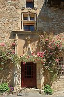 La porte gothique du restaurant La maison des Chamoines, la maison de l'ancien Chapitre.