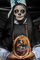 Estudiantes de distintas preparatorias publicas realizaron esta mañana un festival de   de altares previo al día de muertos llevado a cabo en la plaza Hidalgo en Hermosillo Sonora<br /> <br /> © Foto: LuisGutierrez/NORTEPHOTO.COM