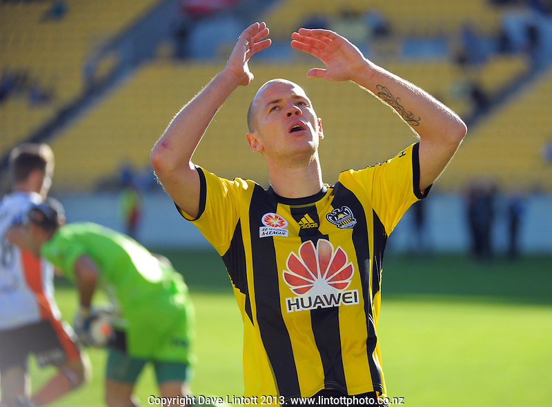 Steyn Huysegems reacts to a missed chance during the A-League football match between Wellington Phoenix and Brisbane Roar at Westpac Stadium, Wellington, New Zealand on Saturday, 14 December 2013. Photo: Dave Lintott / lintottphoto.co.nz
