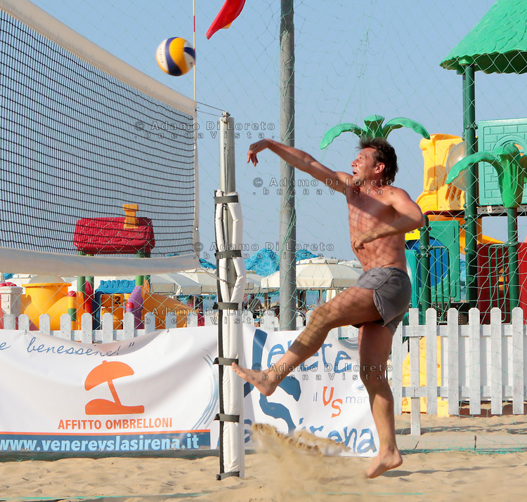 Antonio Conte, Trainer of the italian team soccer, during his holiday playing beach volley in Pescara, Abruzzo, on July, 2015. Photo: Di Loreto/Lattanzio/BuenaVista*Photo
