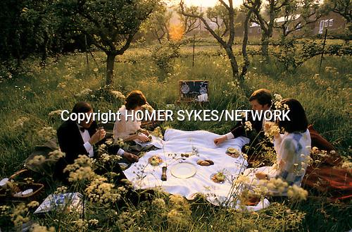GLYNDEBOURNE SUSSEX PICNIC  EAST SUSSEX UK