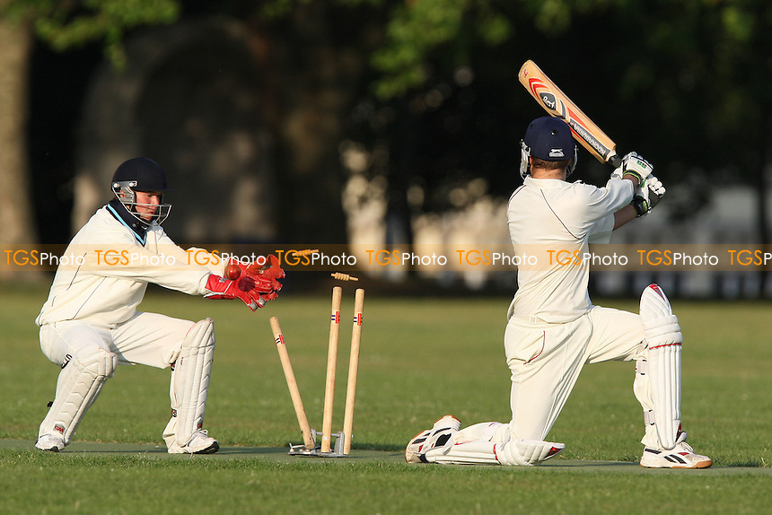 Island Community CC vs Pacific CC - Victoria Park Community Cricket League - 16/06/09 - MANDATORY CREDIT: Gavin Ellis/TGSPHOTO - Self billing applies where appropriate - 0845 094 6026 - contact@tgsphoto.co.uk - NO UNPAID USE.