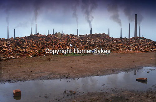 Brogborough, Bedfordshire. The Ridgmont Brickworks, which with its 25 chimneys was considered to be the second largest brickworks in the world. P<br />
