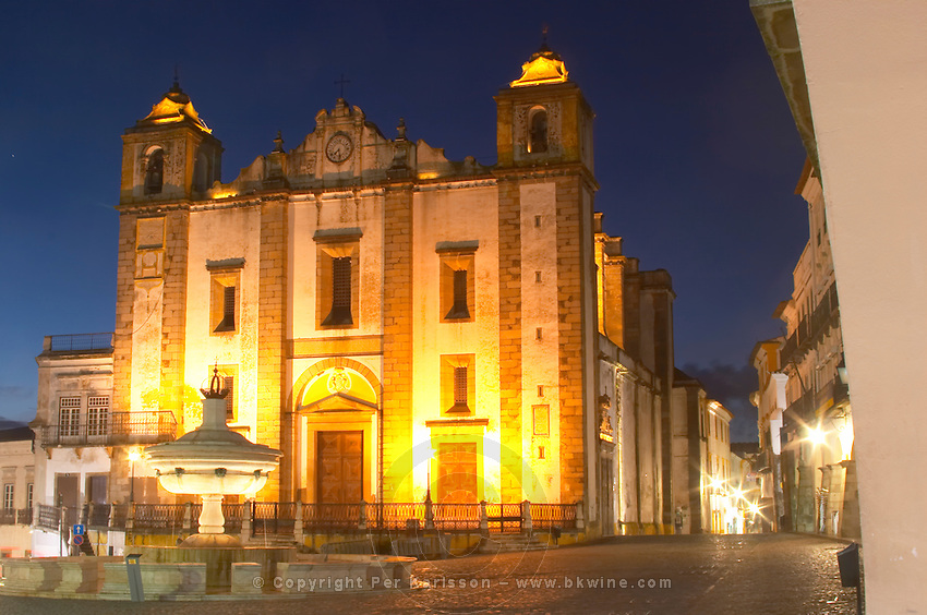 Santo Antao Church and 18th century fountain on Praca do Giraldo. Evora, Alentejo, Portugal