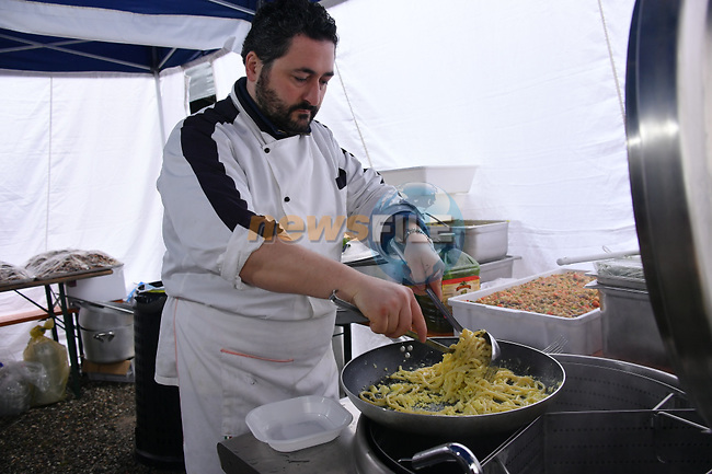 Preparing the pasta for the 5000 riders in the 2017 Strade Bianche Gran Fondo by Trek running 127km from Siena to Siena, Tuscany, Italy 5th March 2017.<br /> Picture: La Presse/Gian Mattia D'Alberto | Newsfile<br /> <br /> <br /> All photos usage must carry mandatory copyright credit (&copy; Newsfile | La Presse)