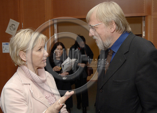 Brussels-Belgium - 28 November 2005---A cocktail reception at the European Parliament to celebrate 25 Years of Alternative Nobel Prize (Right Livelihood Award), awarded by the Right Livelihood Foundation; here, Margot WALLSTRÖM (Wallstrom, Wallstroem) (le), Vice-President of the European Commission, with Jakob von UEXKÜLL (Uexkuell, Uexkull) (ri), Founder of the Alternative Nobel Prize---Photo: Horst Wagner/eup-images