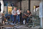 Maestri vetrai all'opera alla fornace del Museo del Vetro di Altare (SV) nell'ambito del Glass Fest 2014