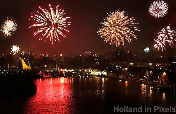 Zaandam-  Vuurwerk boven de Zaan in Zaandam