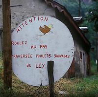 Europe/France/Aquitaine/64/Pyrénées-Atlantiques/Col de l'Aubisque : Panneau signalant la présence de poules