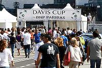 NAPOLI 15/09/2012.PLAY OFF DI COPPA DAVIS DI TENNIS  TRA ITALIA E CILE.NELLA FOTO TIFOSI ALL'INGRESSO NEL VILLAGGIO DEL TENNIS.FOTO CIRO DE LUCA Assegnati a Napoli i quarti di  finale di Coppa Davis <br /> tra Italia ed Inghilterra