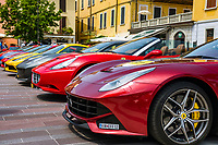 Italy, Lombardia, Desenzano del Garda: line-up of Ferraries, Mercedes Benz, etc. for the yearly Rallye Mille Miglia | Italien, Lombardei, Gardasee, Desenzano del Garda: Aufstellung der Sportwagen zur Rallye Mille Miglia 2017 - viele Besucher nutzen die Gelegenheit die Ferraries, Mercedes, usw. aus naechster Naehe zu betrachten