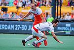 Den Bosch  - Billy Bakker (Ned) met Arthur van Doren (Belgie) tijdens   de Pro League hockeywedstrijd heren, Nederland-Belgie (4-3).    COPYRIGHT KOEN SUYK