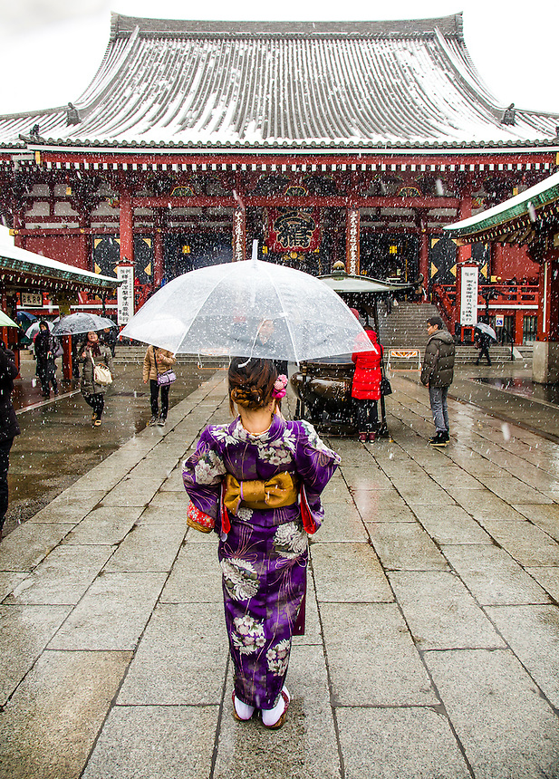Girl wearing Kimono in Tokyo`s heaviest snow for 46 years.