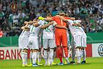 10.08.2019, wohninvest Weserstadion, Bremen, GER, DFB-Pokal, 1. Runde, SV Atlas Delmenhorst vs SV Werder Bremen<br /> <br /> DFB REGULATIONS PROHIBIT ANY USE OF PHOTOGRAPHS AS IMAGE SEQUENCES AND/OR QUASI-VIDEO.<br /> <br /> im Bild / picture shows<br /> <br /> Mannschaftskreis Werder Bremen<br /> Milot Rashica (Werder Bremen #07)<br /> Marco Friedl (Werder Bremen #32)<br /> Jiri Pavlenka (Werder Bremen #01)<br /> Nuri Sahin (Werder Bremen #17)<br /> Maximilian Eggestein (Werder Bremen #35)<br /> Theodor Gebre Selassie (Werder Bremen #23)<br /> Christian Groß / Gross (Werder Bremen #36)<br /> <br /> Foto © nordphoto / Kokenge
