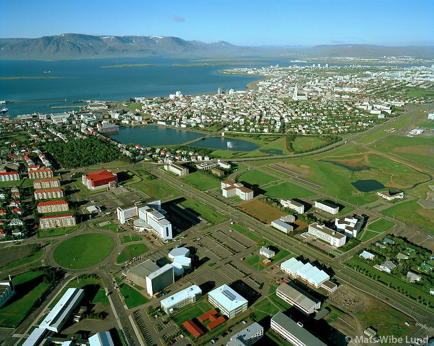 Háskóli Íslands, Hótel Saga, Þjóðarbókhlaðan séð til norðausturs,.Reykjavík / University of Iceland, Hotel Saga and The National Library viewing northeast over Reykjavík.