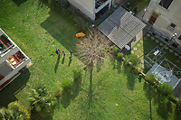 "Switzerland. Canton Ticino. Lugano. A father and his two children play in the building's garden. Due to the spread of the coronavirus (also called Covid-19), the Federal Council has categorised the situation in the country as ""extraordinary"". It has issued a recommendation to all citizens to stay at home, especially the sick and the elderly. The Federal Council (German: Bundesrat, French: Conseil fédéral, Italian: Consiglio federale, Romansh: Cussegl federal) is the seven-member executive council that constitutes the federal government of the Swiss Confederation. From March 16 the government ramped up its response to the widening pandemic, ordering the closure of bars, restaurants, sports facilities and cultural spaces. Only businesses providing essential goods to the population – such as grocery stores, bakeries and pharmacies – are to remain open. 21.03.2020 © 2020 Didier Ruef"